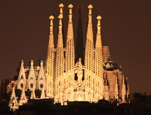 Iluminación de la nave central de la Sagrada Familia